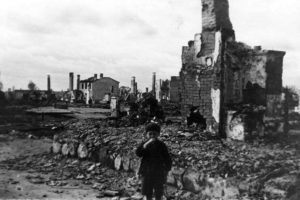 Warsaw in rubble after a Nazi raid. Image source: http://histclo.com/imagef/date/2010/08/pol-dest01s.jpg